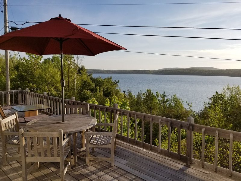 Majestic Oceanfront Cottage with breathtaking views of Acadia Mountains & Ocean, location de vacances à Parc national d'Acadie