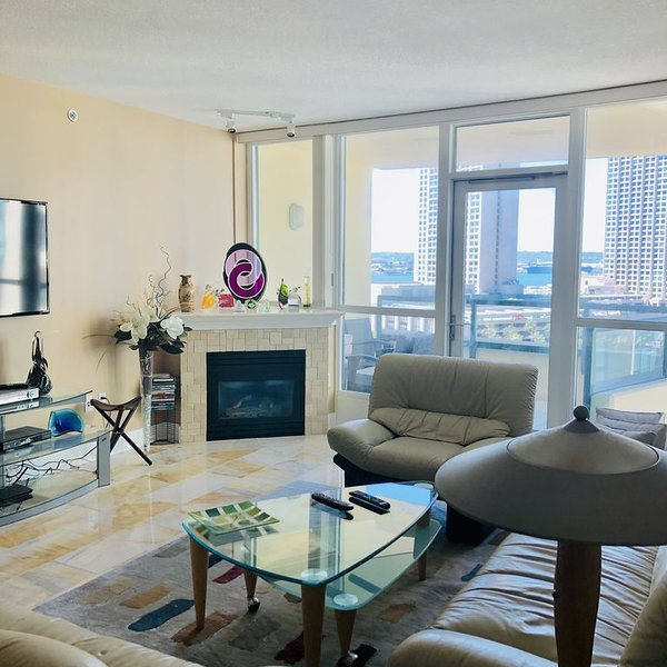 Beautiful Sleek Furnished Downtown Condo, vacation rental in San Diego