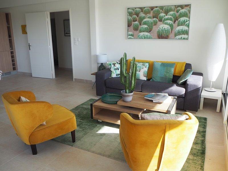 NOUVEAU APPARTEMENT NEUF 85 M2 CENTRE VILLE TRES BELLES PRESTATIONS, location de vacances à Quiberon