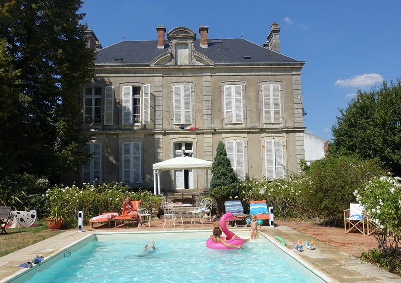 Belle maison bourgeoise 10-12 couchages proche Noirmoutier, vacation rental in Sallertaine