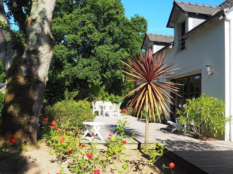 Clos des Bernaches Appart-maison 200m plage,  commerces, grd jardin calme wifi,, location de vacances à Arradon