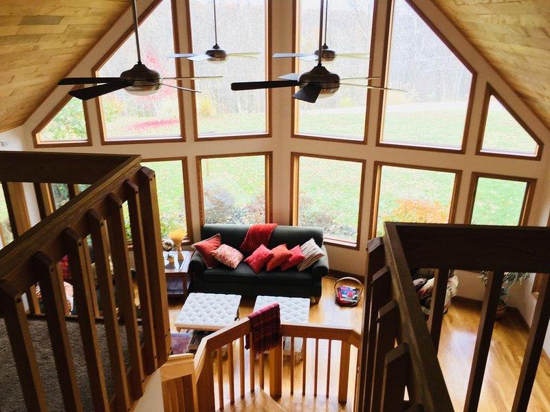 Vue du salon depuis le loft Regardez la faune se promener par de grandes fenêtres!