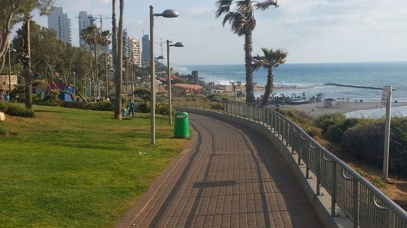 VACANCES FAMILIALES et CONFORT  ===proximité PLAGE et CENTRE VILLE, holiday rental in Hadera