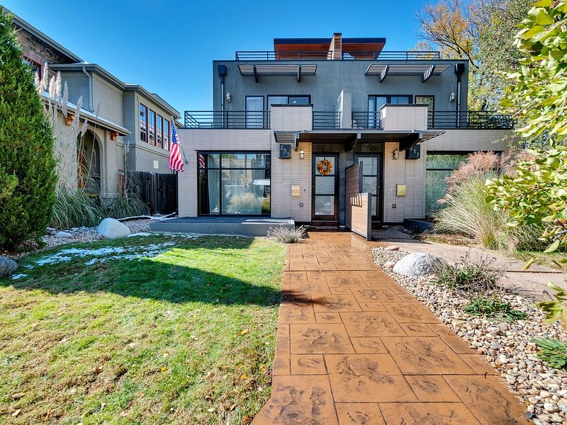 Stunning Contemporary Townhome in Cherry Creek North, holiday rental in Denver