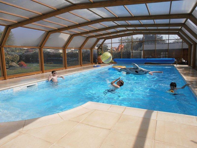Maison vue sur mer, accès plage, piscine couverte , chauffée du 15/05/Au 30/09, location de vacances à Tregunc