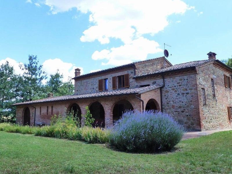 Wohnung mit privater überdachtenTerrasse vor dem Garten, holiday rental in Torrita di Siena