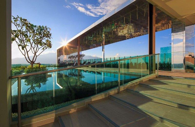 ❤New Elegant 1-BR Near Chiang Mai Night Bazaar / Roof top pool / WIFI, vacation rental in Chiang Mai