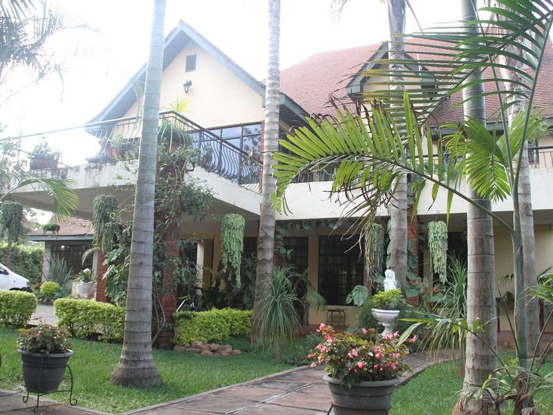 Stunning Mansion with well manicured garden, vacation rental in Kiserian