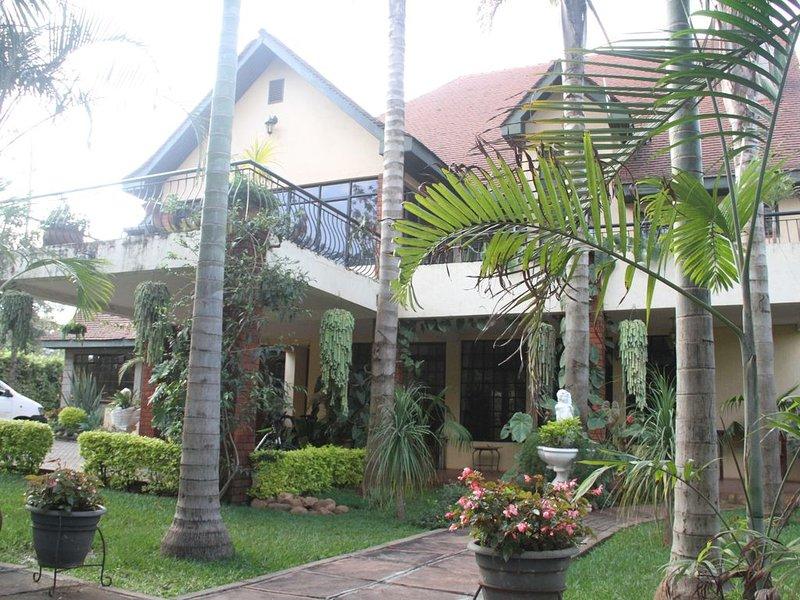 Stunning Mansion with well manicured garden, location de vacances à Kiserian
