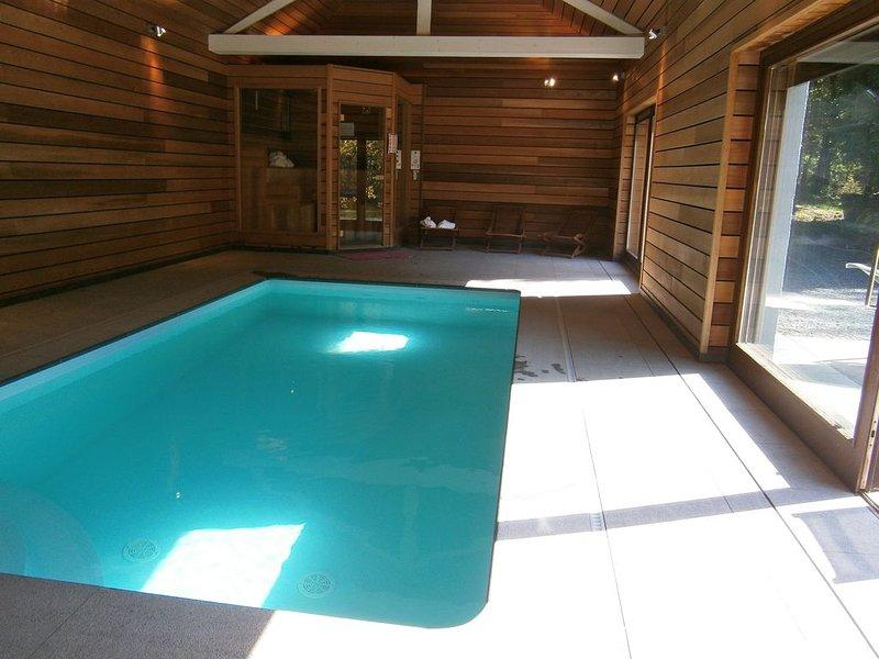 VALLEY LODGE****20/30p STYLE SAVOYARD PISCINE COUVERTE, casa vacanza a Werbomont