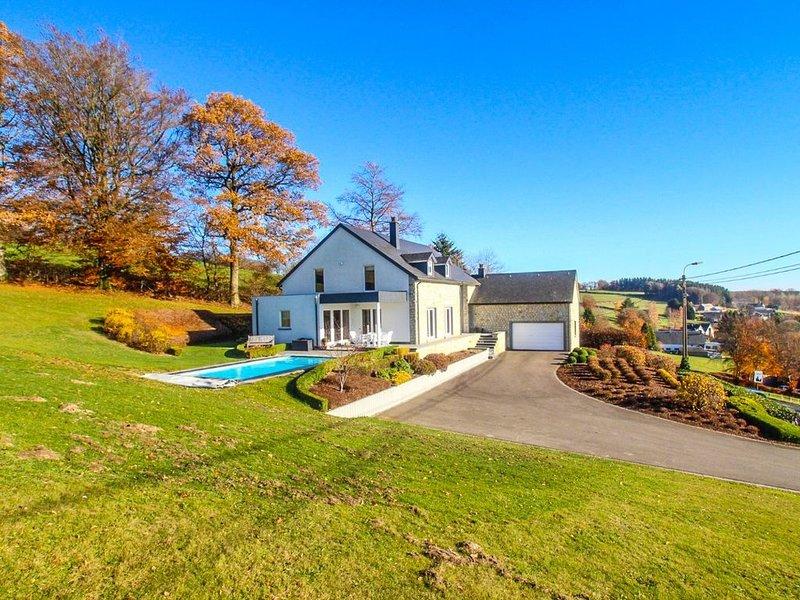Villa spacieuse confortable au calme avec piscine chauffée, vacation rental in Waimes