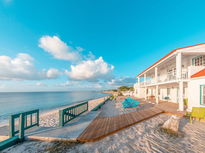 Gorgeous Newly Renovated Caribbean 5 Bedroom House Right on the Beach! – semesterbostad i Grand Turk