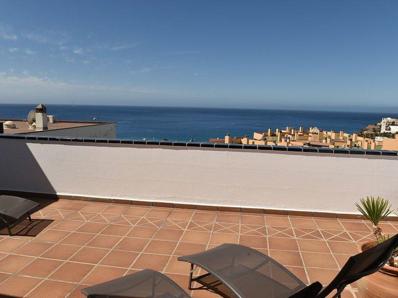 PENTHOUSE 120m2, à 200m de la plage,  vue mer et village, holiday rental in Jandia Peninsula
