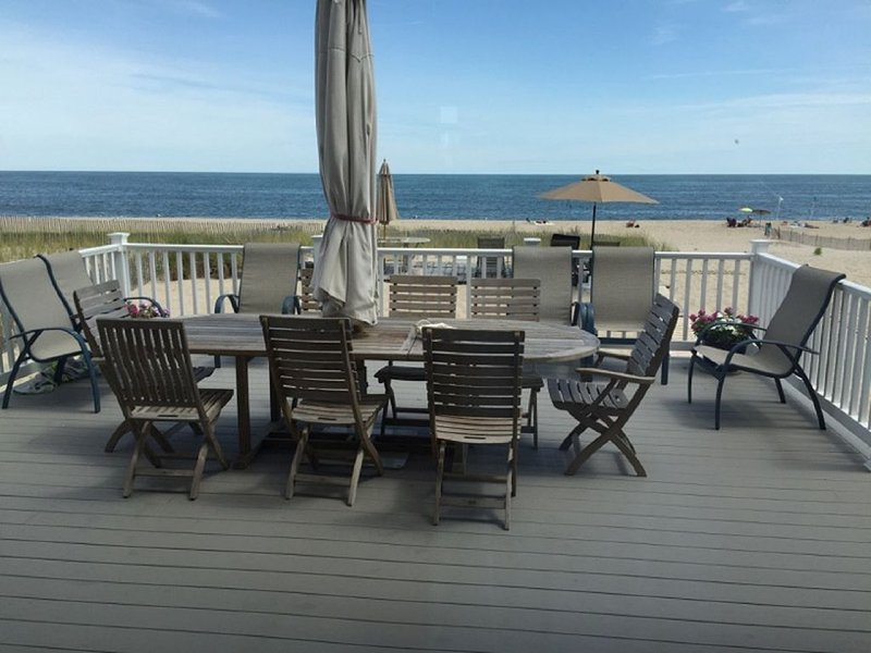 PERFECT OCEANFRONT 6 BR HOUSE - ON THE BEACH  -, Ferienwohnung in Bay Head