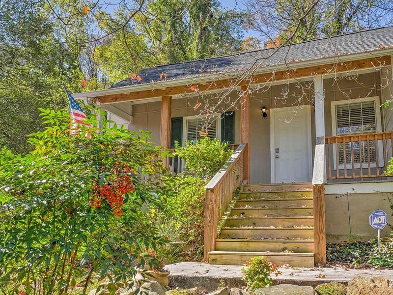 Historic St. Elmo Home - Near Hiking & Downtown!, aluguéis de temporada em Chattanooga
