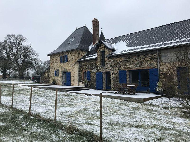 Gîte de charme dans un Manoir rural  2 chambres , Wi-Fi, holiday rental in Martigne-Ferchaud