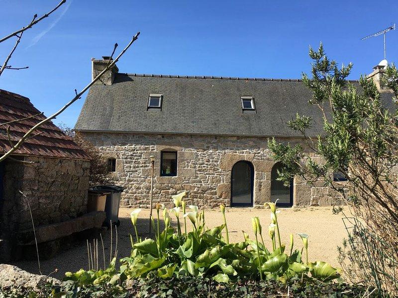 Longère bretonne au calme, entre mer et rivière – semesterbostad i Lannion
