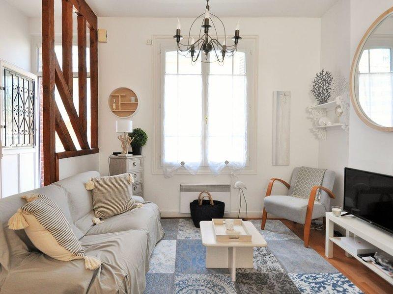 Maison de Charme avec courettes / centre de Trouville / 3 chambres / 80m², location de vacances à Deauville