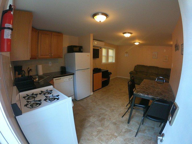 8 bedroom, 3 full bath, Ocean Block near Everything, alquiler de vacaciones en Seaside Heights