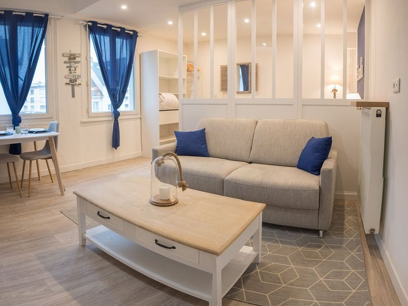 STUDIO 'L'OCEANE' HYPERCENTRE AVEC PARKING, holiday rental in Queven