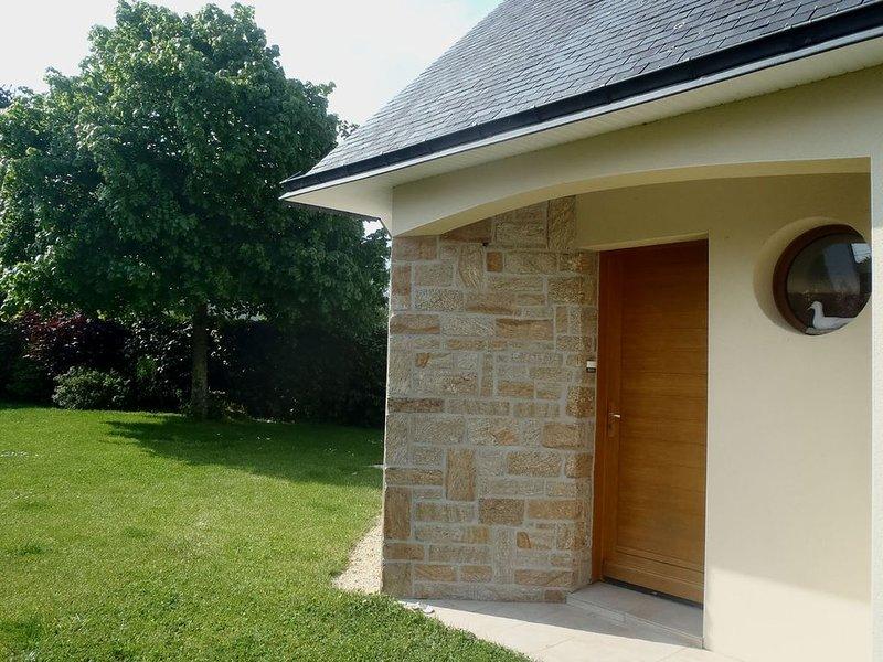 Belle maison calme, centre d'Arzon proche commerces et loisirs à 300 m du golfe,, vacation rental in Arzon