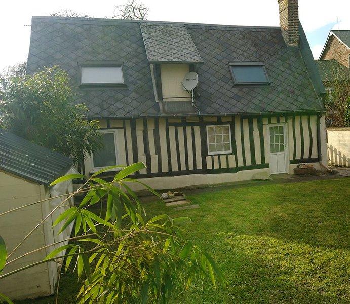 Charmante maison traditionnelle avec jardin clos située à 3 km des plages, holiday rental in Angiens