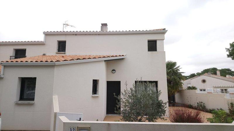 Maison spacieuse 3 chambres  et terrasses à la tranche sur mer Quartier du Phare, holiday rental in La Tranche sur Mer