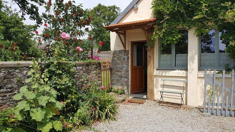 Charmante petite maison  proche de la mer, location de vacances à Saint-Jean-de-la-Rivière