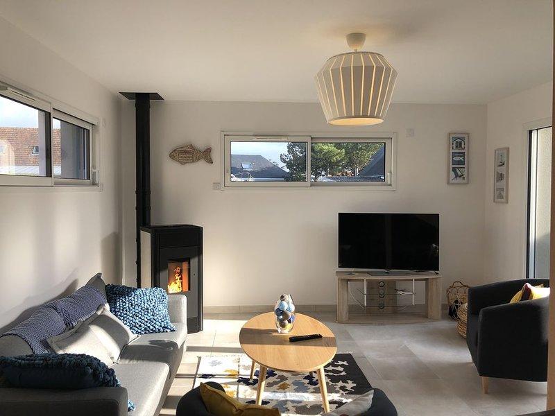 Maison neuve lumineuse, avec wifi, située 30 metres de la plage, vacation rental in Agon-Coutainville