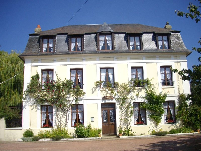 Chambre Familiale, 5 personnes, vacation rental in Yvetot