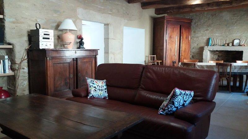 TRES BELLE MAISON DE VILLAGE A 1KM DE LA MER, holiday rental in Plufur