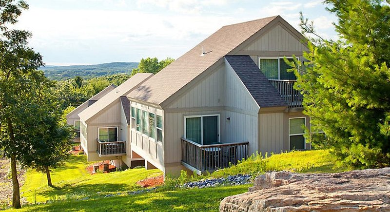 3 Bedroom Townhome available at Christmas Mountain Resort!, vacation rental in Reedsburg