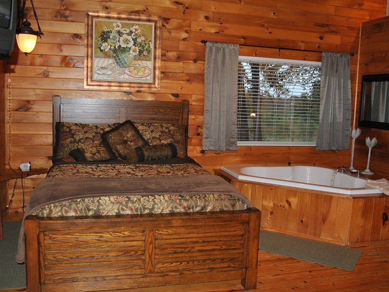 The Wolf Cabin at Cedar Valley is your destination to get away from it all., location de vacances à Battiest