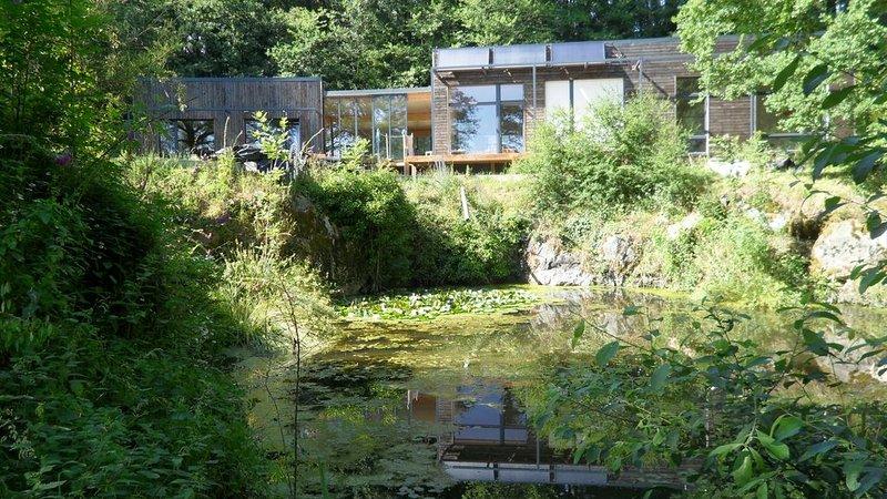 Maison naturelle dans un site atypique, holiday rental in Montournais