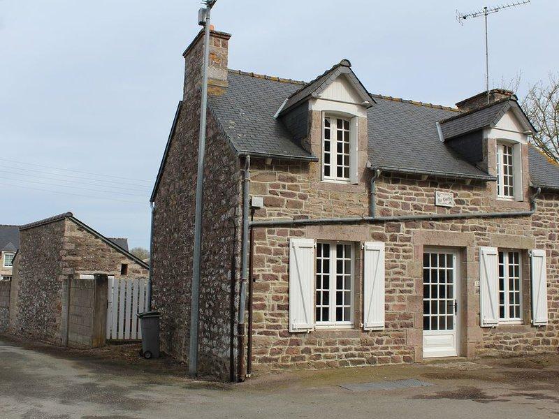 Maison de charme en pierre centre bourg de Plurien, entre Cap Fréhel/Cap d'Erquy, vacation rental in Plurien