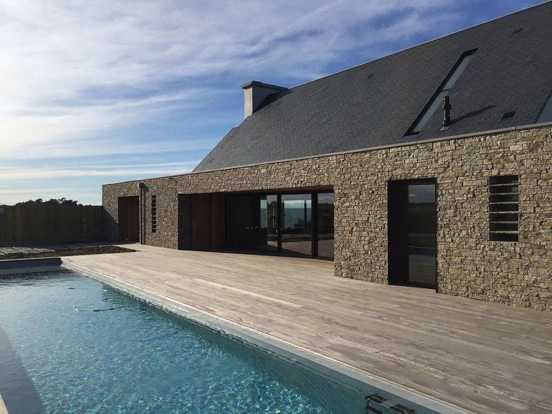 St-Malo/Cancale, maison neuve avec pisc. chauff., Hammam & Jacuzzi, 100% vue mer, casa vacanza a Cancale