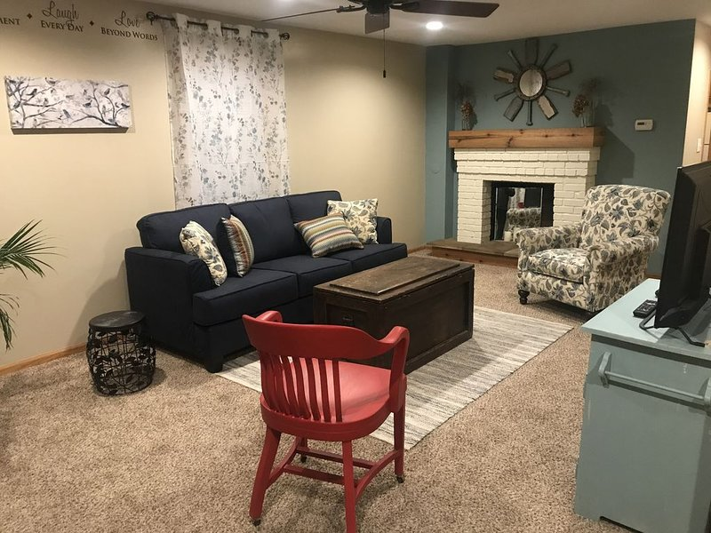Family-Friendly, Private Beach, ~10 minutes to Cedar Point and Sports Force, holiday rental in Huron