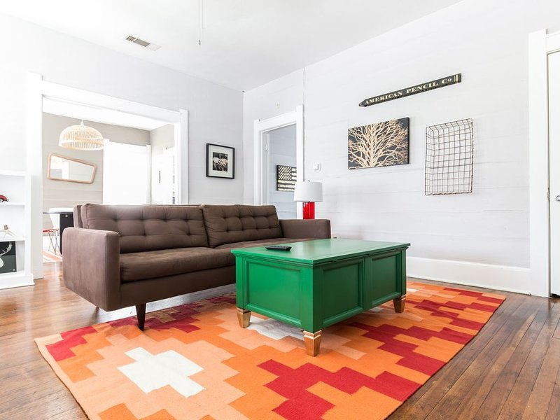 Junius B · Comfy, Spacious & Ideally Located, holiday rental in Dallas