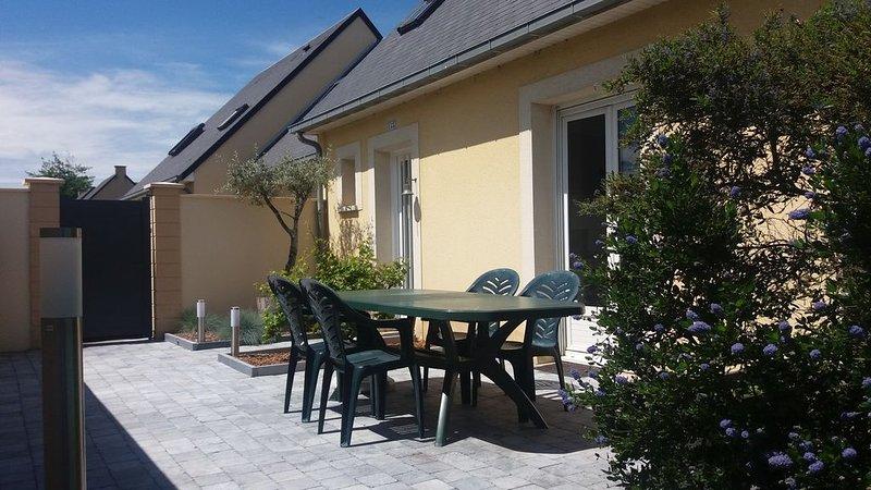 Maison 3 chambres avec jardin à 400m de la plage, Ferienwohnung in Benouville