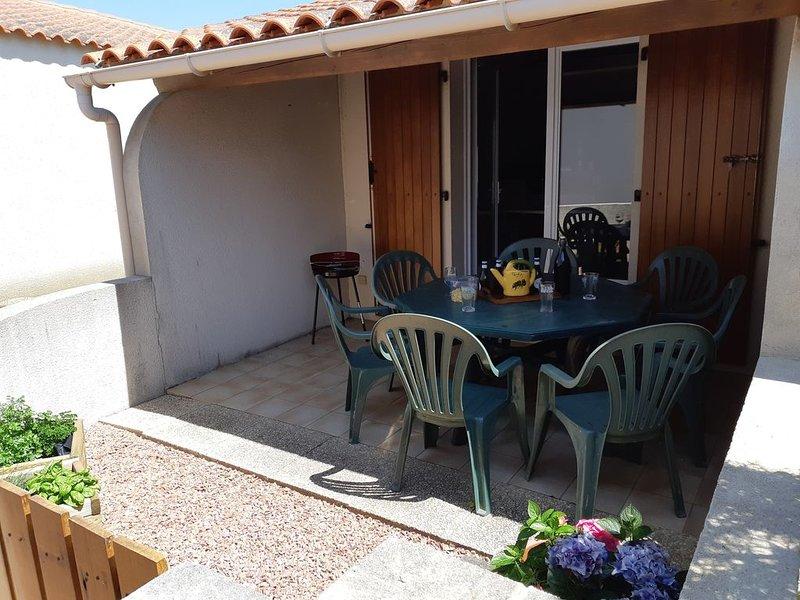 Location Maison dans une résidence avec piscine, holiday rental in Landevieille