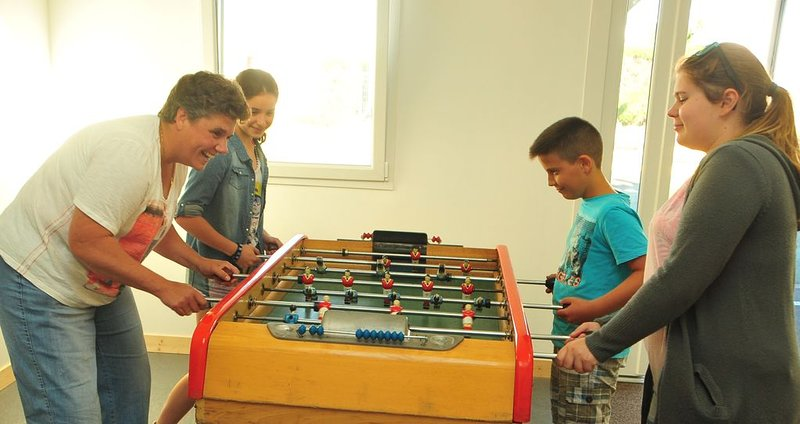 Games room camping, TV, table football, electronic games, library ....)