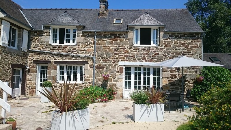 gîtes de caractère en pierre, holiday rental in Pleslin-Trigavou