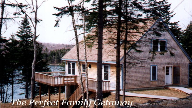 Shepherd's Cove - 5 Acre Beautiful Ocean-front Family Compound In Mid-coast Main, holiday rental in Cushing