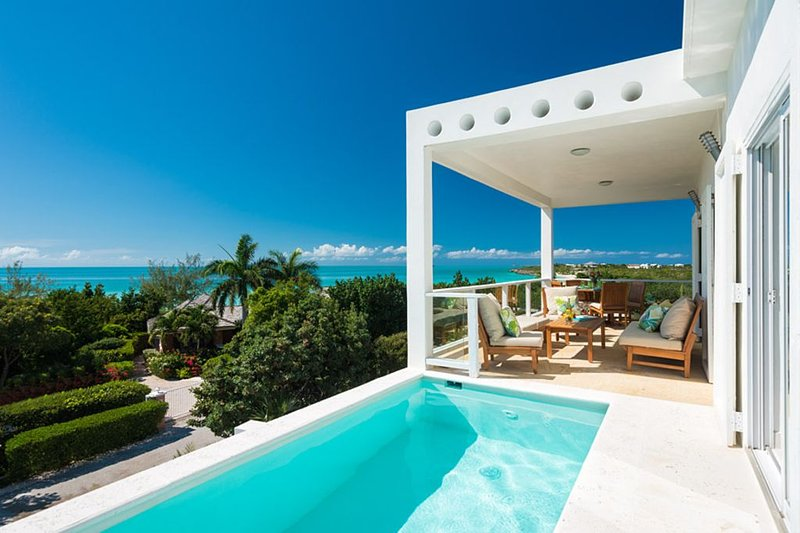 Villa Blanca, Amazing Ocean Views and steps to Taylor Bay Beach!, holiday rental in Providenciales
