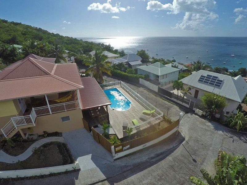 150 m de la plage, villa climatisée avec piscine privée et vue mer, aluguéis de temporada em Les Anses d'Arlet