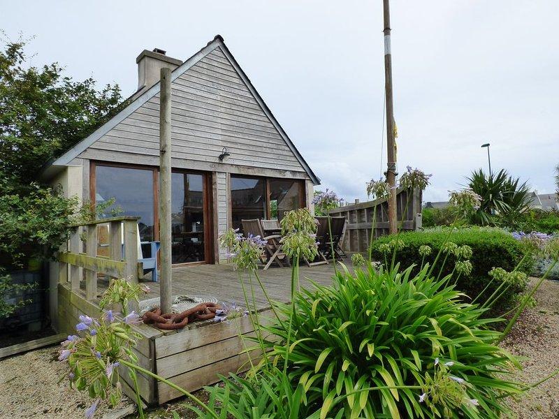 Location à tréffiagat maison chaleureuse avec vue sur mer et 600m de la plage, holiday rental in Treffiagat