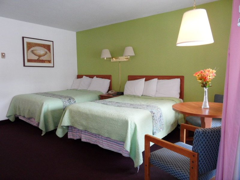 Room with two Beds in lake George, holiday rental in Lake George