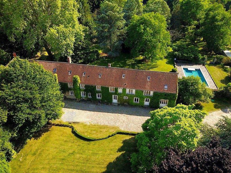 Grande maison de caractère, 15 pers, piscine, ferme bio, parc., holiday rental in Larchant