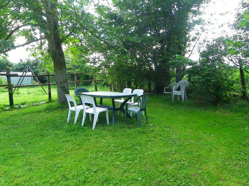 Gite rural avec jardin au calme de la campagne – semesterbostad i Beaumont-sur-Sarthe