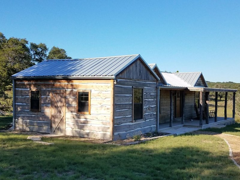 Wimberley Cabin - near Dripping Springs -  Privacy abounds, ranch views. Sere, holiday rental in Wimberley
